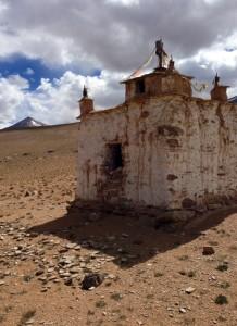 Small stupa along the hillside south of Tso Kar.