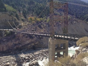 About to cross the Sutlej (near a town called Akpa) about 9 km south of Jangi. The asym single masted bridge doesn't have a suspension tower on its southern side. The weather is still coolish to balmy, though not like fall and of course, I am not as exposed lower in the valley.