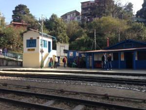 The station at Solan. About the station are several footpaths that lead simply away.